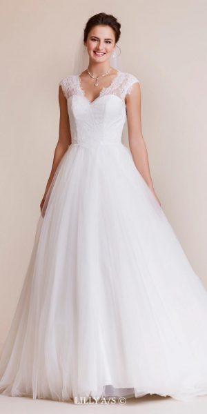 lilly-trouwjurk-prinses-bruidsmode-bruidsboetiek-de-blauwe-hoeve-apeldoorn