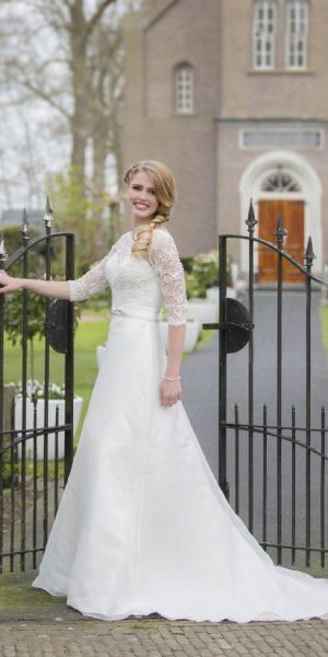 bridalstar-delilah-trouwjurk-driekwart-mouw-bruidswinkel-apeldoorn-bruidsboetiek-de-blauwe-hoeve