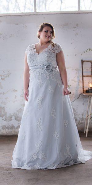 trouwjurk-curvy-bridalstar-copenhagen-sample-sale-outlet-bruidsjurken-bruidswinkel-bruidsboetiek-de-blauwe-hoeve-apeldoorn