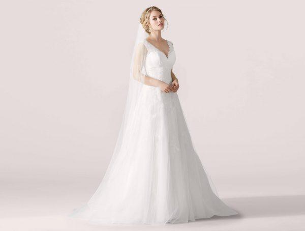 trouwjurk-lilly-bridal-sample-sale-outlet-bruidsjurken-betaalbare-bruidsmode-bruidsboetiek-de-blauwe-hoeve-bruidswinkel