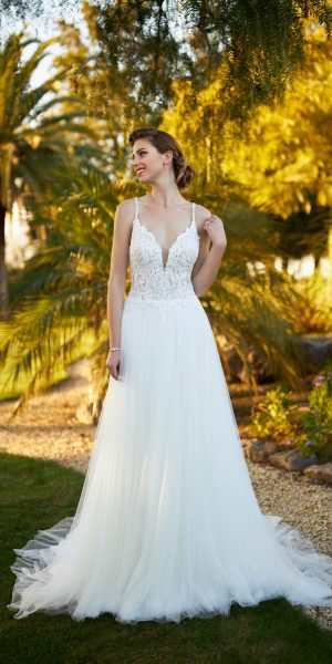 tule-trouwjurk-tres-chic-Made-to-Love-21272-prinses-bruidsmode-bruidswinkel-apeldoorn-bruidsboetiek-de-blauwe-hoeve