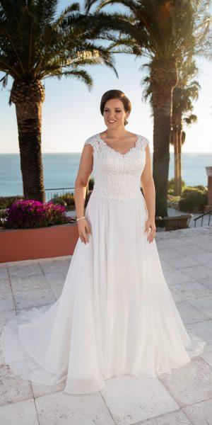 trouwjurk-tres-chic-miss-Emely-21318-prinses-bruidsmode-bruidswinkel-apeldoorn-bruidsboetiek-de-blauwe-hoeve