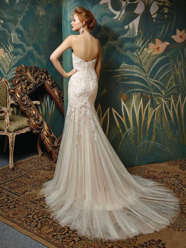 Blue-by-Enzoani-Julissa-_-bruidsboetiek-de-blauwe-hoeve-bruidswinkel-apeldoorn-kanten-trouwjurk-prinses-bruidsmode