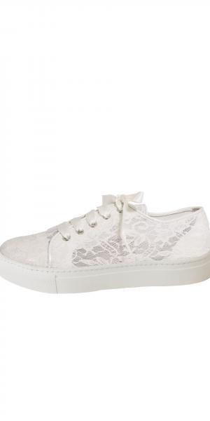 Nelli-bruiddschoenen-sneaker-elsa-coloured-shoes-bruidsboetiek-de-blauwe-hoeve-apeldoorn