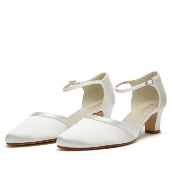 anika_ivory_satin-bruidsschoen-bruidsboetiek-de-blauwe-hoeve-bruidswinkel-apeldoorn-accessoires