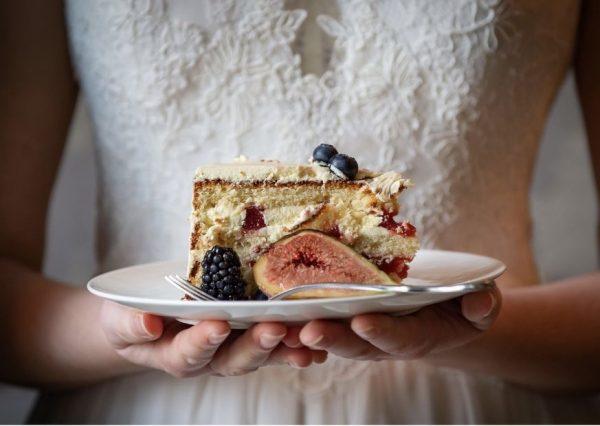 bruidstaart-high-tea-pas-afspraak-trouwjurken-passen-bruidswinkel-bruidsboetiek-de-blauwe-hoeve-apeldoorn