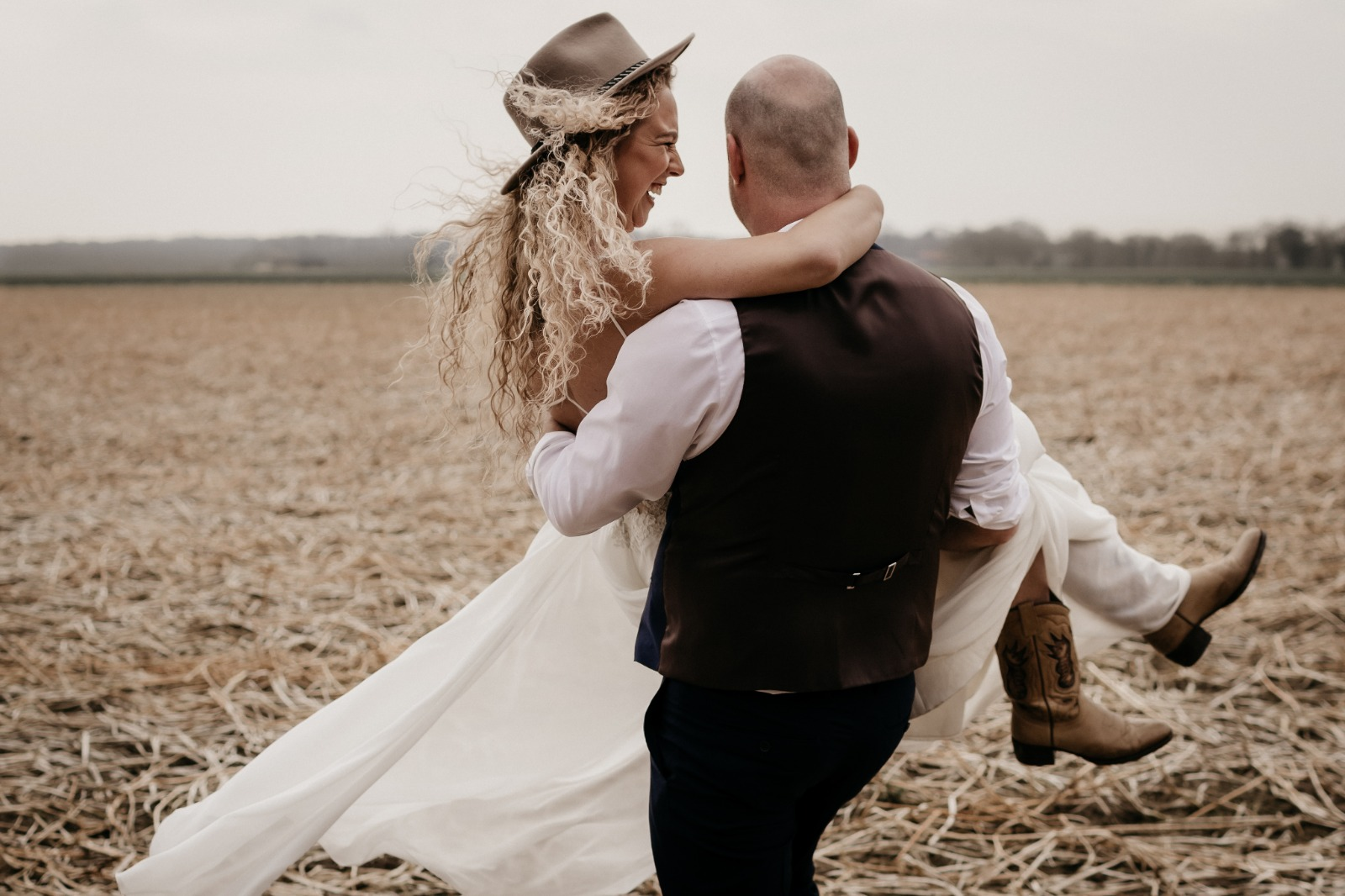 bruidsboetiek-de-blauwe-hoeve-bruidswinkel-apeldoorn-gelderland-bruidsfestival-
