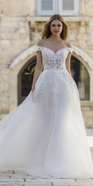 Esmee-jarice-trouwjurk-bruidsboetiek-de-blauwe-hoeve-bruidswinkel-apeldoorn-prinses-bruidsmode