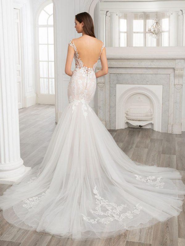 Etoile-enzoani-simone-trouwjurk-apeldoorn-bruidswinkel-bruidsboetiek-de-blauwe-hoeve-prinses-bruidsmode