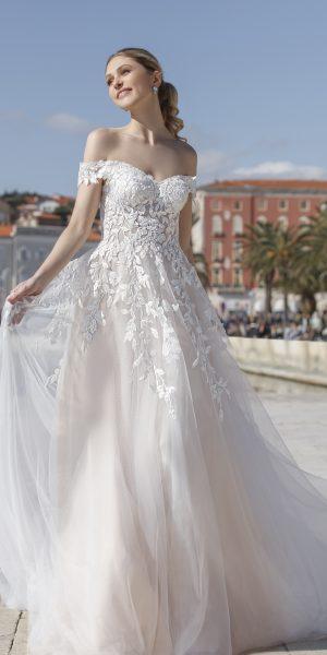 Flavia-jarice-trouwjurken-bruidsboetiek-de-blauwe-hoeve-bruidswinkel-apeldoorn-prinses-bruidsmode