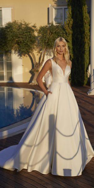 modeca-nadieh-2022-bruidsboetiek-de-blauwe-hoeve-bruidswinkel-apeldoorn-trouwjurk-bruidsmode-satijn