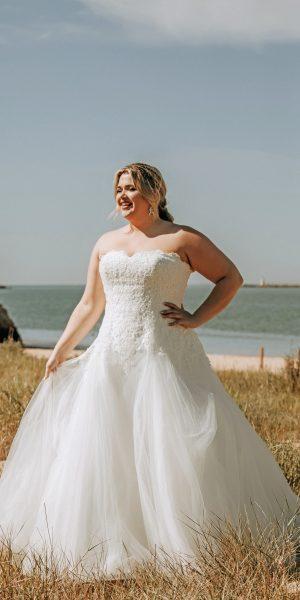 bridalstar-becky-glitter-bruidsboetiek-de-blauwe-hoeve-bruidswinkel-apeldoorn-curvy-grote-maat-bruidsjurk
