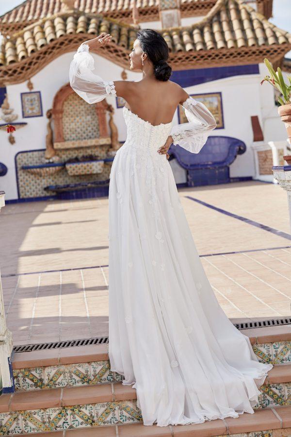 victoria-jane-trouwjurk-bruidswinkel-apeldoorn-bruidsboetiek-de-blauwe-hoeve-romantisch-split-kanten-bruidsjurk