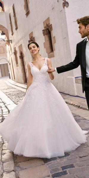 Ronald-joyce-69665-trouwjurk-prinses-bruidsboetiek-de-blauwe-hoeve-bruidswinkel-apeldoorn-bruidsmode