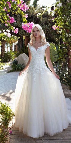 bruidsboetiek-de-blauwe-hoeve-bruidswinkel-apeldoorn-modeca-nicky-prinses-bruidsmode-romantische-trouwjurk