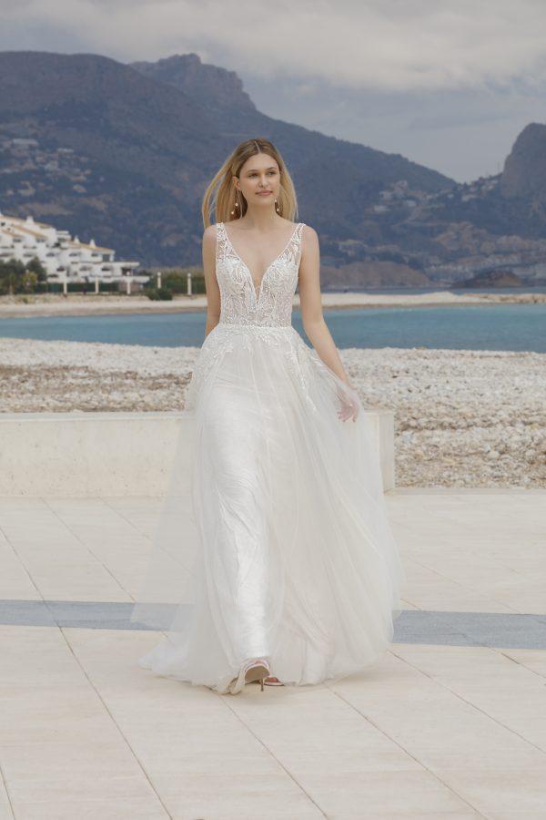 dagmar-jarice-trouwjurk-apeldoorn-bruidswinkel-bruidsboetiek-de-blauwe-hoeve-romantisch